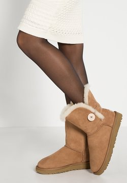 UGG - BAILEY BUTTON II - Stiefelette - chestnut