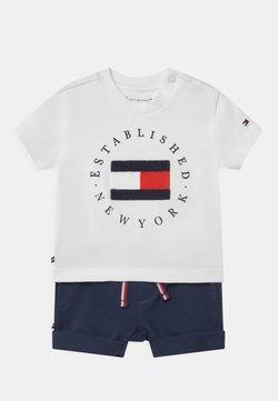 Tommy Hilfiger - BABY ESTABLISHED SET UNISEX - Camiseta estampada - white