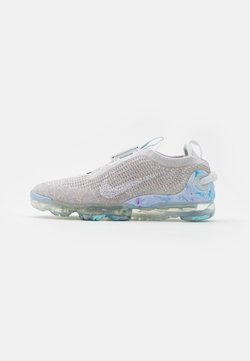 Nike Sportswear - AIR MAX VAPORMAX WITH RECYCLED MATERIAL - Sneakers laag - white/summit white