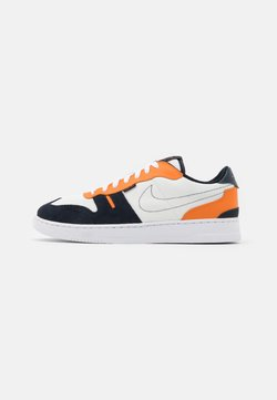 Nike Sportswear - SQUASH TYPE - Baskets basses - summit white/dark obsidian/alpha orange/white