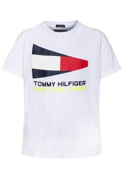 Tommy Hilfiger - FLAG SAILING GEAR TEE - T-shirt z nadrukiem - white