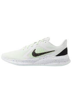 Nike Performance - DOWNSHIFTER 10 SE - Zapatillas de running neutras - summit white/black/ghost green/royal pulse/plum dust/white