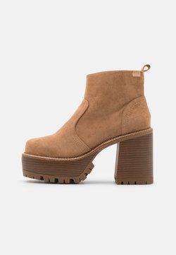 Emmshu - BRAT - Platform ankle boots - sand