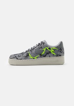 Nike Sportswear - AIR FORCE 1 '07 LX M2Z2 - Matalavartiset tennarit - smoke grey/electric green/bone white