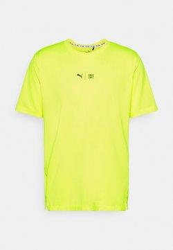 Puma - TRAIN FIRST MILE TEE - T-shirt imprimé - yellow alert