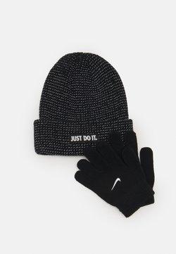 Nike Sportswear - REFLECTIVE BEANIE GLOVES SET UNISEX - Fingerhandschuh - black