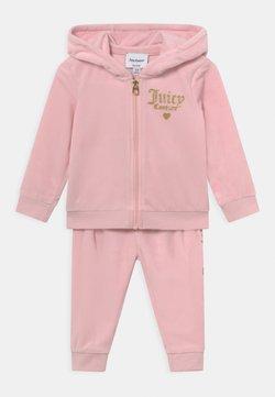 Juicy Couture - BABY HOOD SET - Verryttelypuku - almond blossom