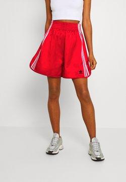 adidas Originals - BOXING - Shorts - scarlet
