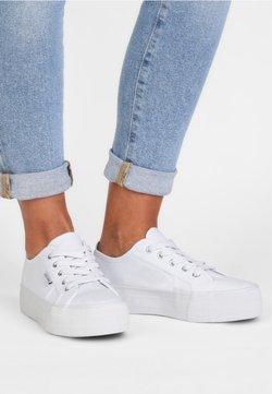 LASCANA - Sneakers basse - white