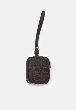 Calvin Klein - IPOD AIR DANGLE MONO - Kännykkäpussi - brown