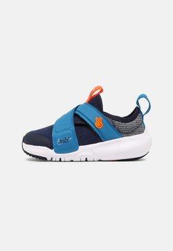 Nike Sportswear - FLEX ADVANCE UNISEX - Zapatillas - midnight navy/white/imperial blue/orange