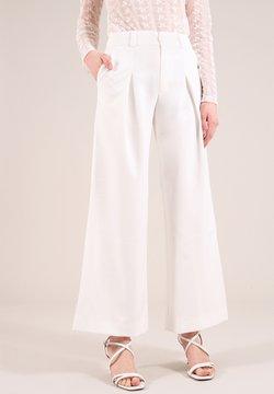 blonde gone rogue - Spodnie materiałowe - white