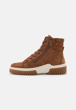 Gabor - Sneakersy wysokie - nut