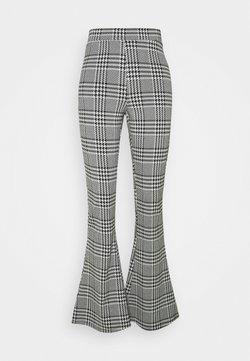 ONLY Tall - ONLZIGA FLARED PANTS - Broek - black/cloud dancer