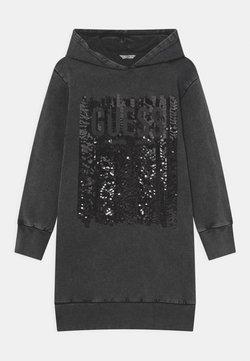 Guess - JUNIOR HOODED DRESS - Freizeitkleid - jet black