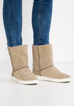 UGG - MIKA CLASSIC - Boots à talons - khaki