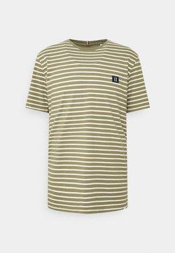Les Deux - SAILOR STRIPE PATCH  - T-Shirt print - lichen green/off-white