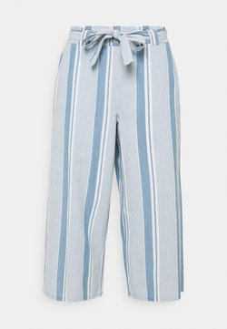Vero Moda Curve - VMAKELA PAPER CULOTTE - Stoffhose - light blue denim/white