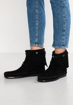 Minnetonka - HI TOP BACK ZIP ANKLE BOOT - Stiefelette - black