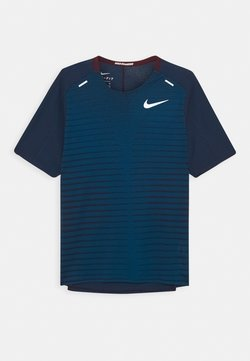Nike Performance - T-shirt con stampa - night maroon/green abyss/silver