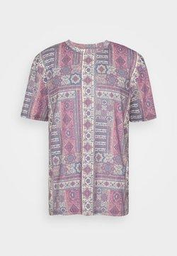 Urban Threads - SUBLIMATION PRINTED OVRSIZED  - Camiseta estampada - red/ecru