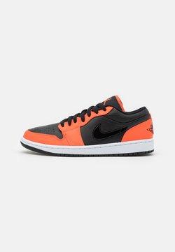 Jordan - AIR 1 SE - Sneakers - black/turf orange/white