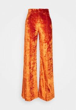 Stieglitz - SITA PANTS - Spodnie materiałowe - cinnamon