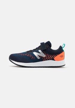 New Balance - YAARIIP3 UNISEX - Hardloopschoenen neutraal - blue