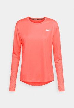 Nike Performance - MILER - Camiseta de deporte - bright mango/reflective silver