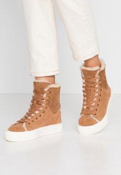UGG - BEVEN - Sneaker high - chestnut