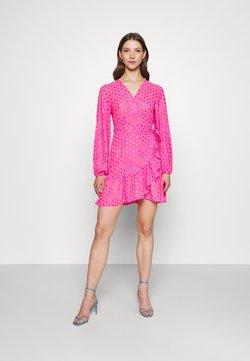 Never Fully Dressed - RAINBOW SPOT MINI DRESS - Freizeitkleid - pink