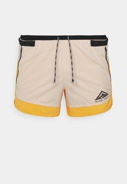 Nike Performance - TRAIL - Pantalón corto de deporte - solar flare/beach/black