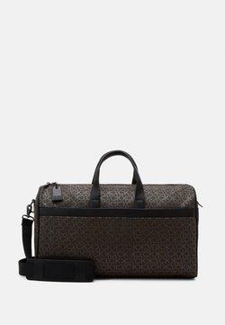 Calvin Klein - DUFFLE BAG - Viikonloppukassi - brown
