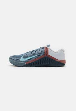 Nike Performance - METCON 6 UNISEX - Trainings-/Fitnessschuh - ozone blue/bleached aqua/pure platinum/deep ocean/claystone red