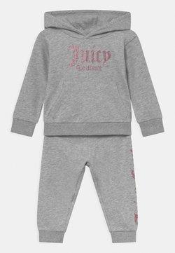 Juicy Couture - BABY BRANDED SET - Verryttelypuku - grey