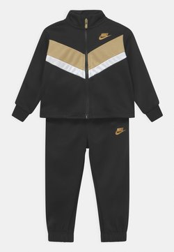 Nike Sportswear - GO FOR GOLD SET - Chaqueta de entrenamiento - black