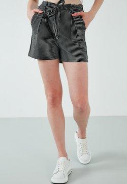 LELA - Shorts - black
