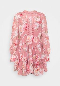 Forever New Petite - KAI BALLOON SLEEVE DRESS - Hverdagskjoler - burnt pink sienna