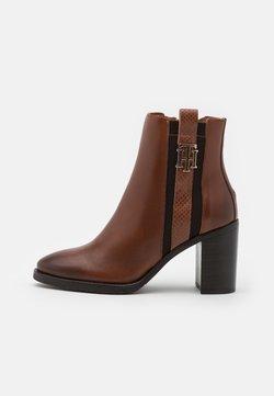Tommy Hilfiger - INTERLOCK BOOT - High heeled ankle boots - pumpkin paradise