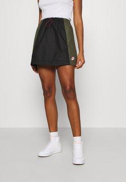 Nike Sportswear - A-Linien-Rock - black/twilight marsh