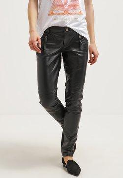 Gestuz - ADA - Pantalon en cuir - black