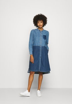 Culture - CUPAOLA DRESS - Denim dress - medium blue wash