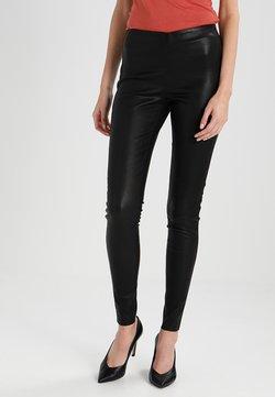 YAS Tall - YASZEBA  - Pantalon en cuir - black