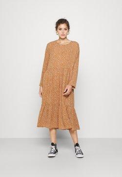 Noisy May - NMKATJA LOOSE DRESS - Hverdagskjoler - brown sugar/white