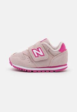 New Balance - IV373SPW - Zapatillas - pink