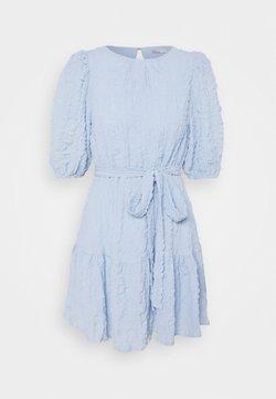 Nly by Nelly - AMAZE ME PUFF DRESS - Cocktailkleid/festliches Kleid - light blue