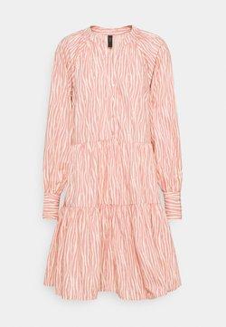 YAS Tall - YASSUFILLA DRESS - Vestido camisero - cameo brown