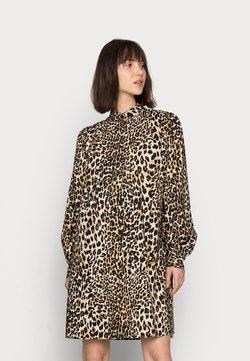 ARKET - DAY DRESS - Blusenkleid - leopard