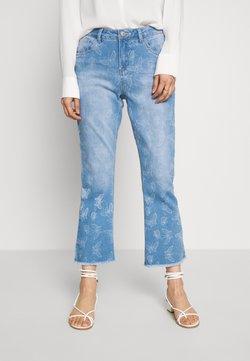 Cream - MASON SHAPE FIT - Flared Jeans - light blue