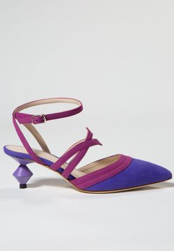 Jerelyn Creado - ASTER - Korolliset sandaalit - bouganville